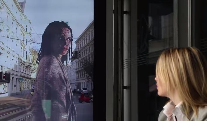 """In Wien wurden erlebten einige Passanten den Schock ihres Lebens durch die neue Kampagne zur fünften Staffel der Zombieserie """"The Walking Dead""""."""