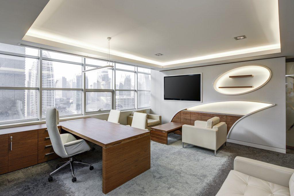 Futuristisches Wohnzimmer durch Transformation mit Google Home
